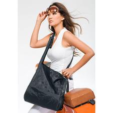 Lorsque vous utilisez le sac, rangez son boîtier rigide dans le petit compartiment sur le côté.