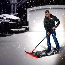 Même de la neige fraîche de 17 cm de haut ne lui résiste pas.