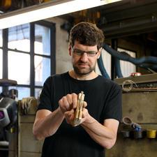 Finissage et affilage à la main par le coutelier bâlois Hansjörg Kilchenmann
