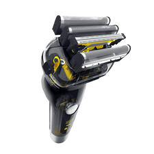 Système de rasage quadruple hautement efficace, intégrant une lame pour poils longs.