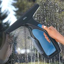 Nettoyeur de vitres et surfaces AEG WX7 90B2B - Racler l'eau rapidement et aisément, tout en aspirant.