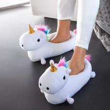 Chaussons « licorne » - Des pieds bien au chaud, protégés par un animal légendaire.