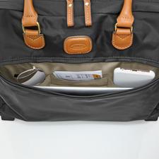 Poche extérieure zippée pour un accès rapide à la lecture de voyage, au smartphone, aux billets …