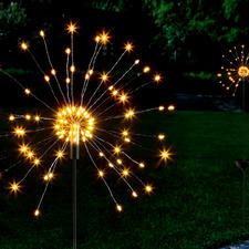 Cierge magique solaire - Des LED scintillent de mille feux sur des filins de la finesse d'un cheveu.