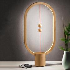 Heng Balance Lamp - Un objet lumineux fascinant en lieu et place d'une simple lampe.