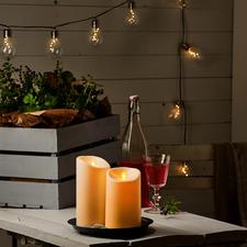 Le mouvement d'une petite plaque LED simule à la perfection la lueur d'une vraie flamme.