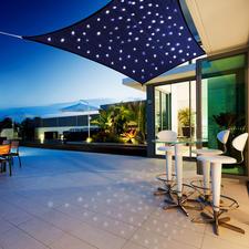 Voile solaire « Voûte céleste » - Agréable créateur d'ombre pendant la journée. Fabuleuse voûte céleste la nuit.