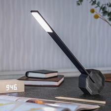 Lampe de table Octagon One - 36 LED et quatre niveaux de luminosité. Lumière ciblée et design minimaliste.