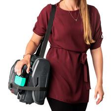 La bandoulière permet de porter confortable ce poids léger de 4,6kg.