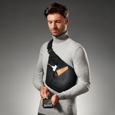 Sac en bandoulière porté croisé Baggizmo - Élégant, plat et discret, même plein. Parfait sous une veste, un blazer ou un veston.