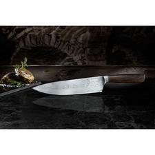 Couteau de chef damassé BökerCore - L'art de l'acier damassé forgé antique avec l'acier haute technologie d'aujourd'hui. Un chef-d'œuvre et une acquisition pour la vie.