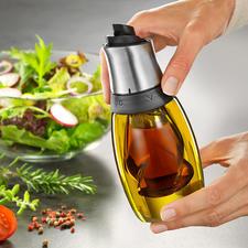 Il suffit de faire pivoter le couvercle pour choisir entre huile et vinaigre.