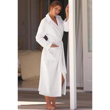 Peignoir de bain haute couture de Féraud - Élégant, féminin – et malgré tout, aussi agréable qu'un peignoir de bain normal.