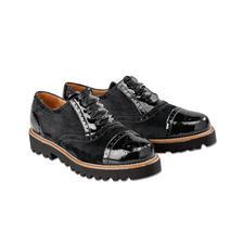 Avec des lacets habituels, vous recevez également les lacets en fin satin. Avec ceux-ci, les chaussures semblent encore plus élégantes.