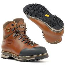 Chaussures de randonnée faites main Zamberlan® - La chaussure de randonnée pour la vie : en cuir grainé façonné à la main. Imperméable et respirante.
