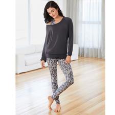 Shirt, Débardeur Leoprint ou Legging de Yoga Curare - L'ensemble d'intérieur sans doute le plus confortable que vous ayez jamais porté. De Curare Yogawear.