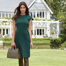 Robe fourreau DAKS - Couleur verte tendance – aussi élégante que votre petite robe noire. La robe fourreau de DAKS, Londres.