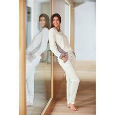 Sweatshirt ou Pantalon sweat HFor, ivoire/rosé - Agréablement confortable. Tendance porté en extérieur. Et abordable. L'ensemble détente du label belge HFor.