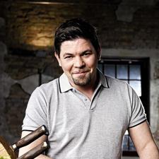 Tim Mälzer, l'un des plus célèbres et des plus populaires cuisiniers allemands, a participé au développement des couteaux Shun Premier.