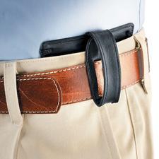 Vous pouvez également fixer cette pochette à votre ceinture. Elle sera toujours invisible, même si vous ne portez qu'une légère chemise d'été.