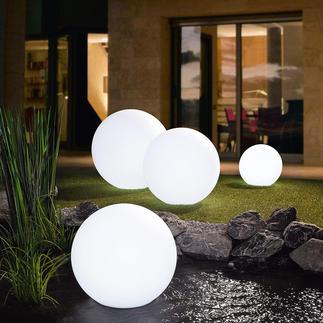 Boule lumineuse DEL sans fil Fascinant jeu de lumière avec près de 17 couleurs, pour illuminer votre jardin.
