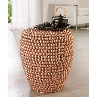 Dot Stool Copper Tendance cuivre. Fait main avec des centaines de demi-sphères en métal. Chaque tabouret est une pièce unique.