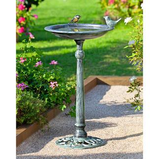 Bassin à oiseaux au style victorien Effet patiné. Dans la tradition des jardins anglais.