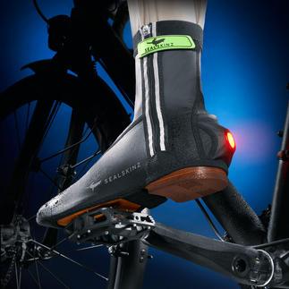 """Couvre-chaussures de vélo Sealskinz,  paire Invention primée : les premières couvre-chaussures avec """"feu arrière""""."""