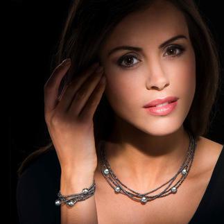Collier ou Bracelet hématite avec perles de culture de Tahiti Belle teinte foncée, mystérieuse, à la brillance métallisée actuelle.