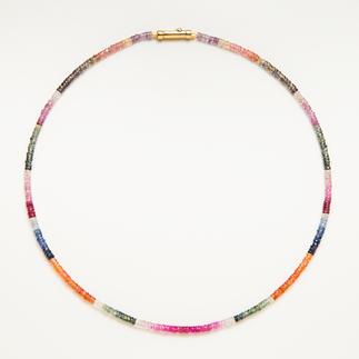 Collier de saphirs Rareté : tout le spectre de couleurs naturel du saphir réunit dans un seul bijou.
