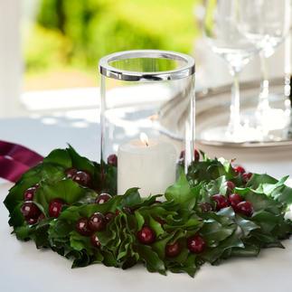 Couronne cerise/lierre Véritables feuilles de lierre,nouées à la main.Richement ornées de cerises artificielles parfaitement imitées.