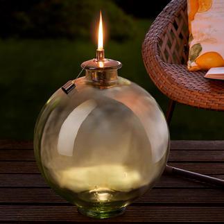 Flambeau avec sphère en verre Une sphère de verre décorative, flambeau XXL et ravissante décoration.