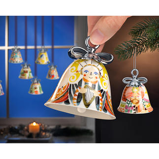 Cloches de Noël Alessi Les cloches sonnent l'arrivée des fêtes. Couleurs agréables, avec nœud argenté à la main.