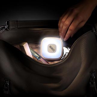 Lampe de poche avec powerbank Lampe de poche pilotée par capteur et powerbank de 2.000 mAh.