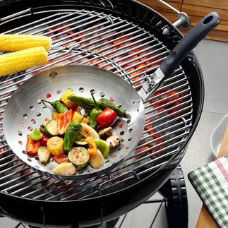 Wok spécial barbecue De délicieux légumes, préparés au wok sur un barbecue.