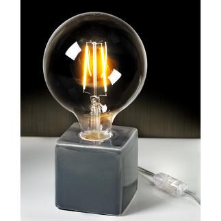 Lampe Villeroy & Boch, Gris étain 3 tendances réunies en un seul objet : ampoule XXL au style rétro, couleurs métallisées et forme géométrique.