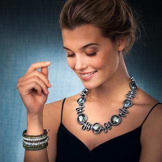 Collier en cuir Langani ou Bracelet spirale Un bijou opulent et néanmoins très léger : ce collier en cuir original signé Langani ne pèse que 58 grammes.
