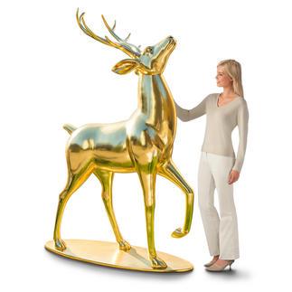Cerf doré Avec sa tête haute et sa mine altière, ce cerf majestueux attire indéniablement tous les regards !