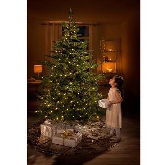 Sapin de Noël artificiel « Chalet » Le sapin de Noël qui imite parfaitement la nature, prêt à l'emploi avec sa guirlan de lumineuse à LED.