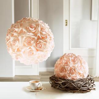 Boule de roses Beauté intemporelle d'une boule de roses qui paraît fraîchement arrangée.