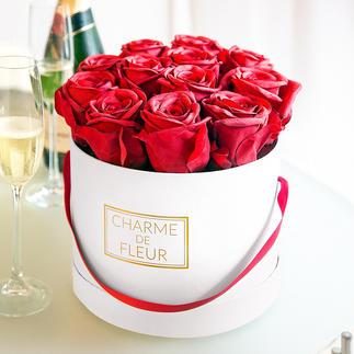 Boîte cadeau de roses « Charme de Fleur » Douze roses rouges parfaitement imitées dans une superbe boîte stylée.