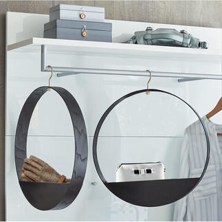 Cintre « Hook Shelf » Le cintre en bois avec compartiment de rangement pratique au superbe design finlandais.