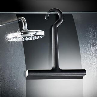 Raclette de douche en silicone design La raclette de douche recouverte de silicone : douce, noire, élégante. Par la maison du design danoise Eva Solo.