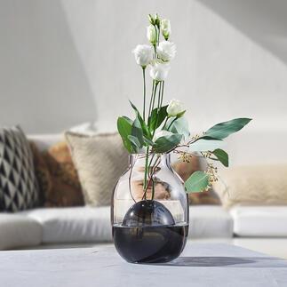 Vase 2-en-1 Design en verre bicolore moderne et intemporel. Soufflé à la bouche de manière artistique. Chaque vase est une pièce unique.