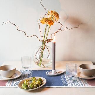 Chemin de table Norvège Le chemin de table au look nordique à la mode et au motif norvégien original de 1953. Conçu par Unn Søiland, autrefois la reine du design norvégien.