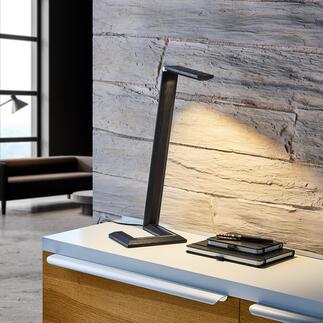 Lampe de table design en bois Son design minimaliste associe la technique la plus moderne à l'artisanat et le bois naturel noble. Récompensée par le Green Product Award 2021*.