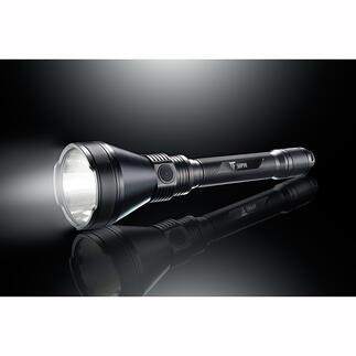 Lampe de poche puissante 5000lumens La révolution luminaire au format compacte : un flux lumineux de 5 000 lumens et une portée de 1,8 km. Exclusivement chez Pro-Idée.