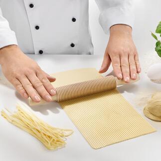 Coupe-spaghetti ou -fettucine Des pâtes fait-maison et coupées de manière parfaitement uniforme, sans utiliser une machine.
