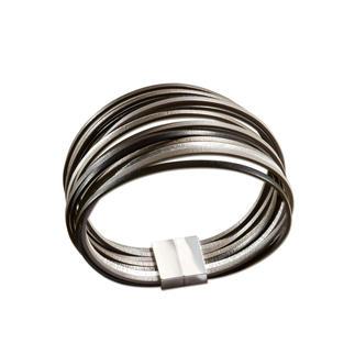 Bracelet en cuir au look métal L'apparence du métal. Mais léger, flexible et souple. Le bracelet en cuir fabriqué à la main en France.