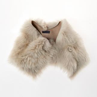 Col en peau d'agneau Strenesse L'accessoire tendance de l'hiver : le col en peau d'agneau par Strenesse.